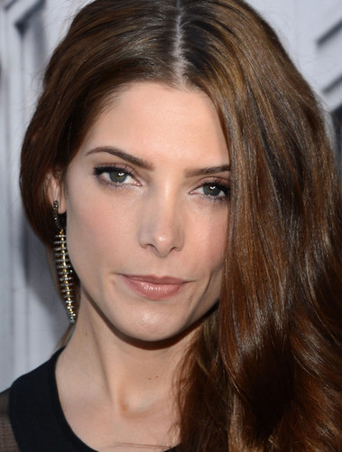 Ashley at the DKNY ipakita for New York Fashion Week