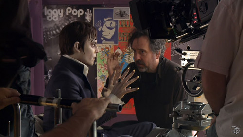 Tim Burton's Dark Shadows hình nền entitled Dark Shadows behind the scenes
