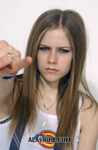 Avril Lavigne karatasi la kupamba ukuta with a portrait called Dickies T-Shirt Photoshoot 2002