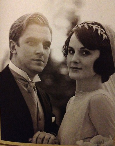 Downton Abbey karatasi la kupamba ukuta titled Downton Wedding