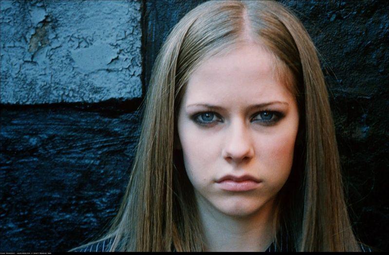 Avril Lavigne Eres Magazine 2002