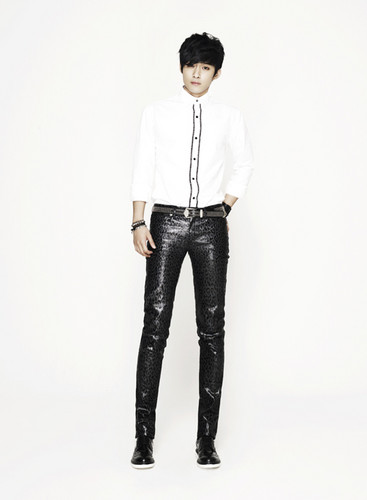 """F.T. Island wallpaper with bellbottom trousers titled FT Island """"Five treasure Box"""""""