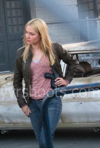 Georgina Haig achtergrond with an automobile titled Fringe 5x01