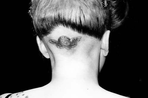 Gaga's tattoo at FAME Launch द्वारा Terry Richardson