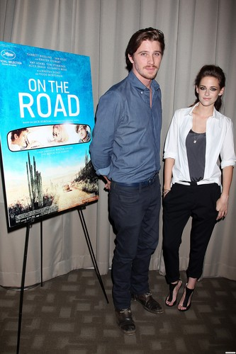 "HQ: Kristen attends a screening for ""On the Road"" in New York {10/09/12}."