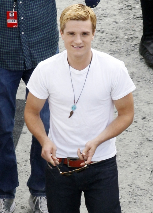 Josh Hutcherson shows up to the set of 'Hunger Games ...