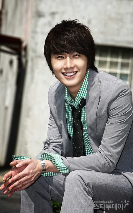 http://images6.fanpop.com/image/photos/32100000/Jung-Il-Woo-jung-il-woo-32184959-451-720.jpg