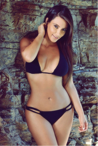 Kim Kardashian Latest Bikini Pics