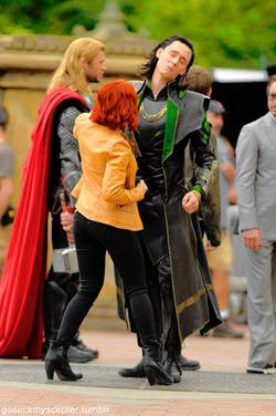Loki (Thor 2011) fond d'écran containing a business suit titled Loki playing with Black Widow