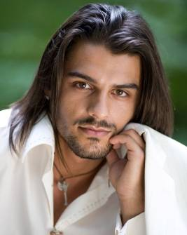 Lelaki berambut panjang