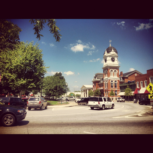 Mystic falls wallpaper containing a rua titled Mystic Falls