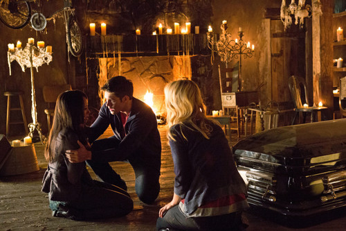 "New TVD stills of Candice as Caroline: 4x01 ""Growing Pains""."