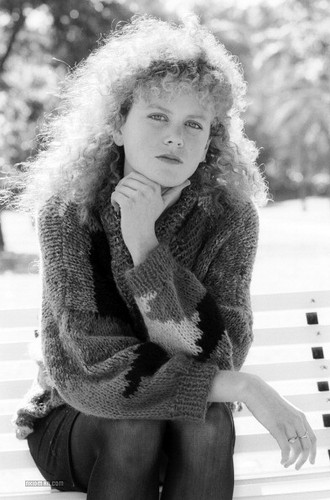Nicole Kidman پیپر وال probably containing a فر, سمور کوٹ titled Nicole as a Teenager