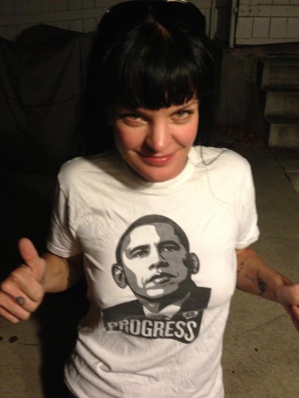 Pauley Perrette in Obama-shirt