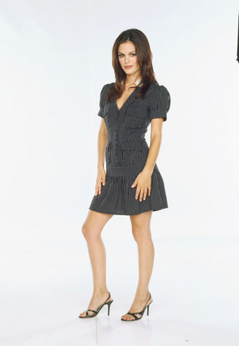 Rachel Bilson wallpaper containing a hip boot and a playsuit entitled Rachel Bilson as Summer Roberts