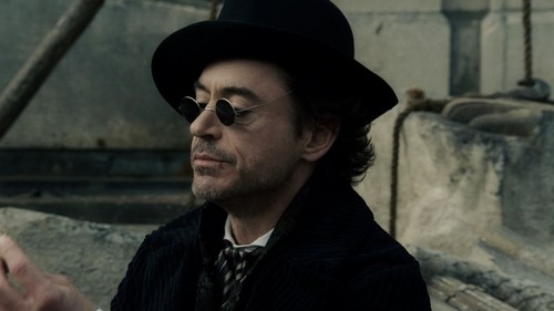 Sherlock Holmes (2009 Film) 바탕화면 with a fedora, a boater, and a campaign hat called SH