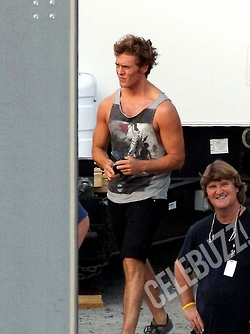 Sam Claflin on set!