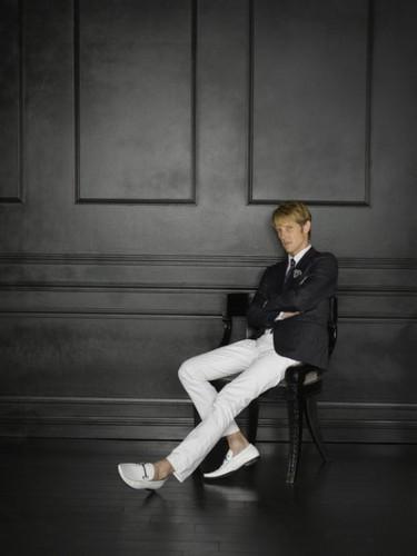 Revenge wallpaper containing a business suit, a well dressed person, and a suit entitled Season 2 - Cast - (NEW) Promotional fotografia - Gabriel Mann