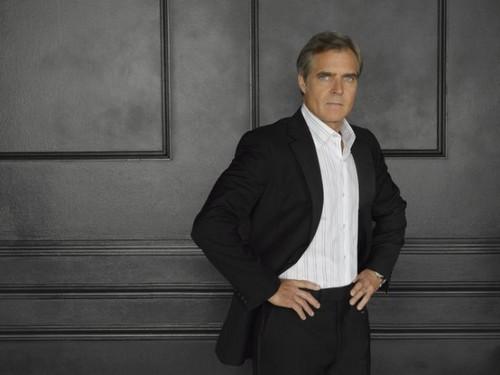 Season 2 - Cast - (NEW) Promotional foto - Henry Czerny