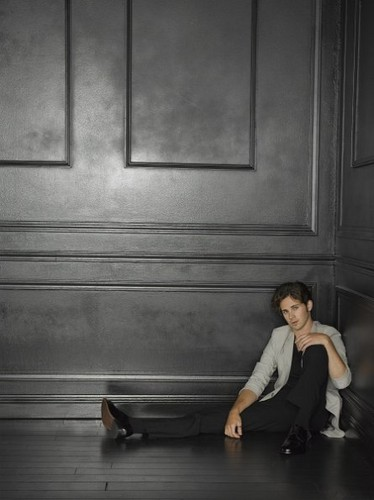 Season 2 - Cast - Promotional चित्र - Connor Paolo
