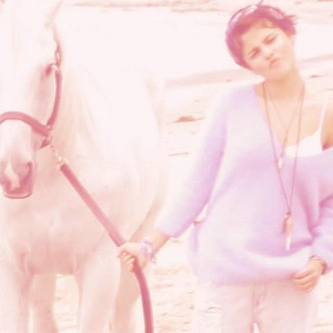 Selena <3333333