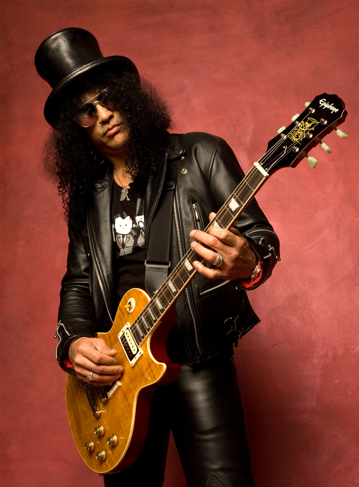 http://images6.fanpop.com/image/photos/32100000/Slash-slash-32142120-1191-1617.jpg