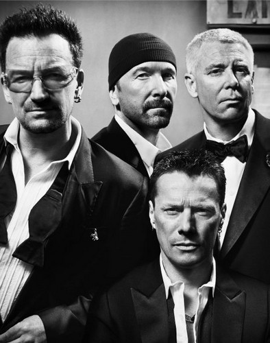 U2 壁紙 containing a business suit, a suit, and a dress suit titled U2 (GQ Magazine)