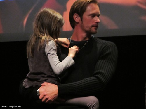 Alexander Skarsgård 壁纸 containing a business suit, a suit, and a well dressed person called What Maisie Knew Q&A at TIFF