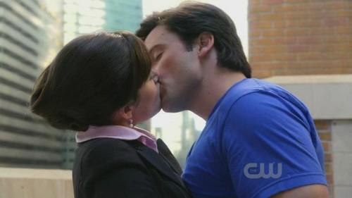 clois kiss