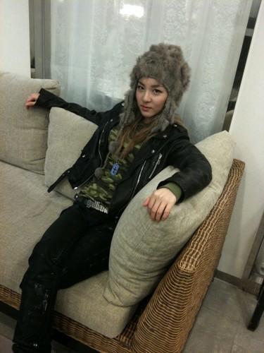 dara 2NE1 grey
