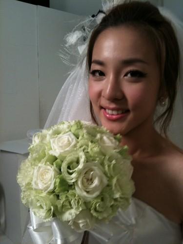 dara runway bride