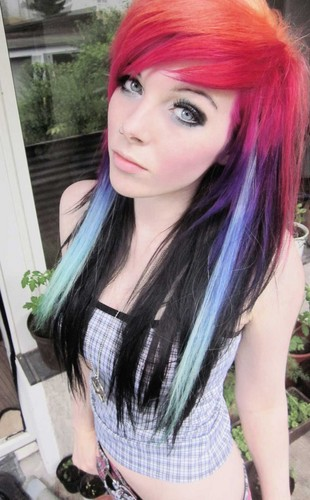 এমো স্টাইল girl, ira vampira, scene queen, colorful hair, purple blue পরাকাষ্ঠা green red black hair, coontails,