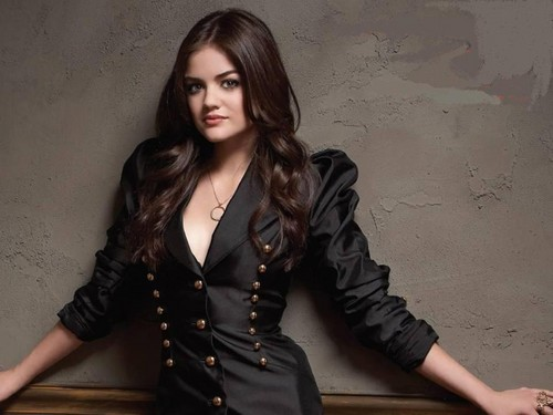 Lucy Hale 壁纸 probably with a well dressed person, a hip boot, and an overgarment called 爱情