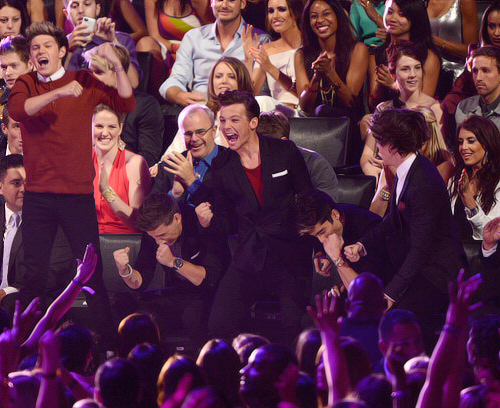 one direction right as they won X3