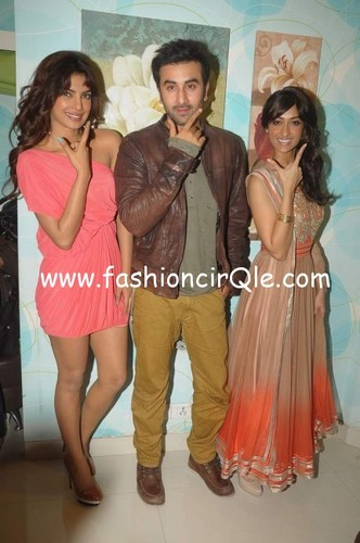ranbir and priyanka on indian idol set