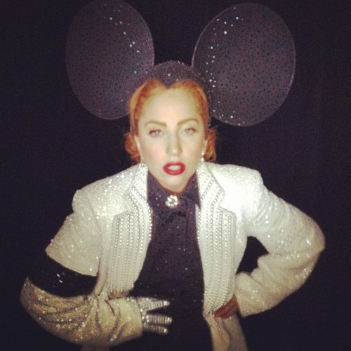 """Lady ( Minnie ) Gaga in Philip Treacy and Michael Jackson"""