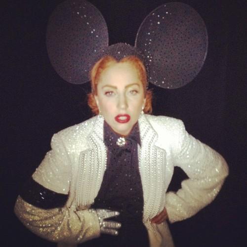"""Lady ( Minnie ) Gaga in Philip Treacy and Michael Jackson"""