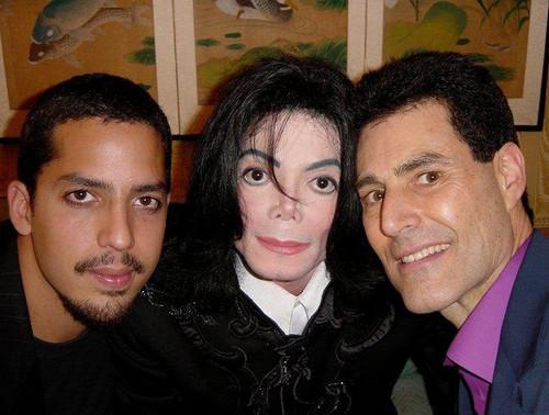 마이클 잭슨 바탕화면 possibly with a business suit, a well dressed person, and a portrait entitled Майкл