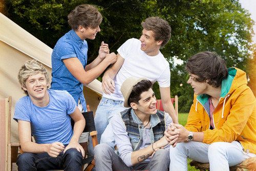 1D - Live while we're young!!!! <33333