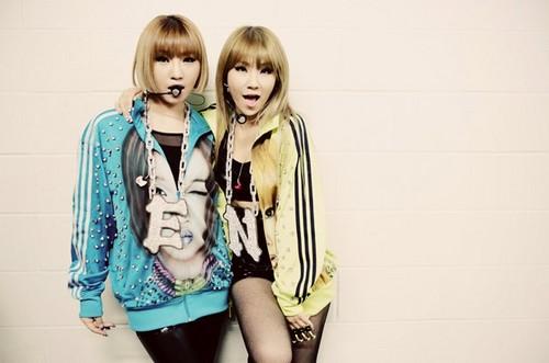 2NE1 backstage @ New Evolution in New Jersey (120817)