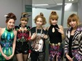 2ne1 with ex-YG trainee, Ujin of D-Unit @ SBS Inkigayo Backstage - 2ne1 photo