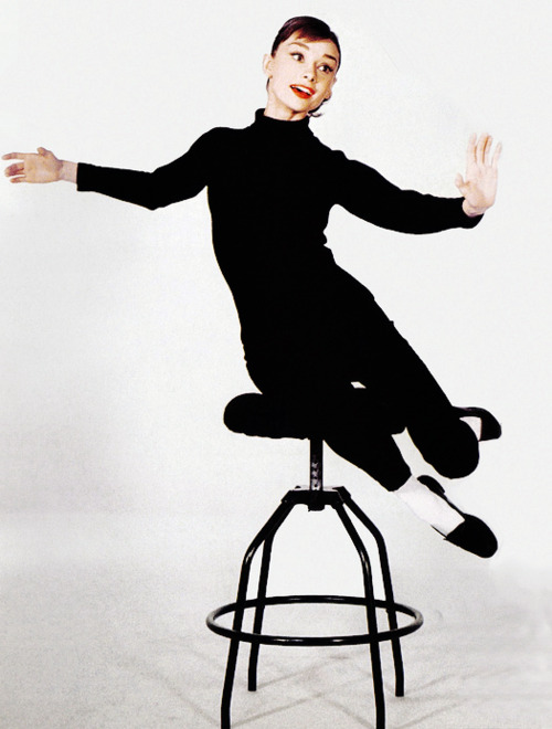 Audrey Hepburn in black funny face 32252973 500 660 - Fred Astaire Wall Dance