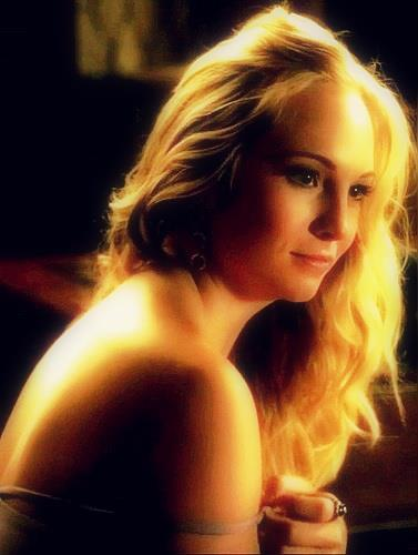 The Vampire Diaries wallpaper containing skin titled Caroline Forbes