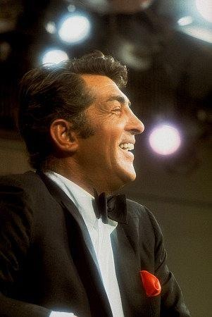 Dean Martin Обои with a business suit called Dean Martin