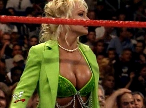 Former WWE Diva... Debra achtergrond entitled Debra - Fully Loaded 99