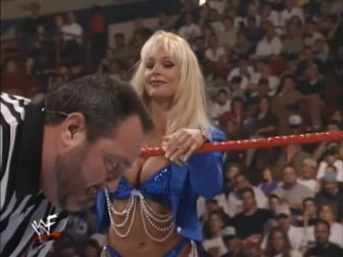 Debra and the কুকুরছানা at Summer Slam 99