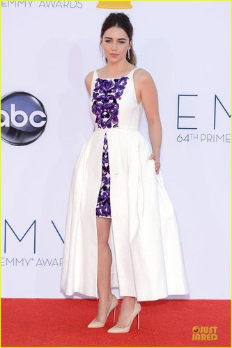 Emilia Clarke fond d'écran possibly with a gown, a dîner dress, and a cocktail dress called Emilia