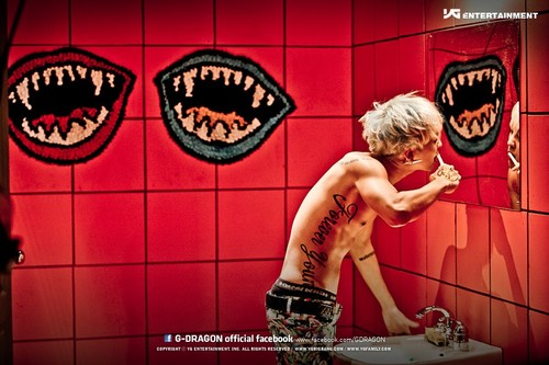 G-Dragon fondo de pantalla possibly containing a baño, cuarto de baño and a bathroom called G Dragon Crayon fondo de pantalla