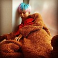 G-Dragon and Taeyang update fãs in urso costumes during 'Inkigayo' recording