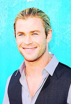 Chris Hemsworth wallpaper possibly containing a business suit called GORGEOUS Chris Hemsworth
